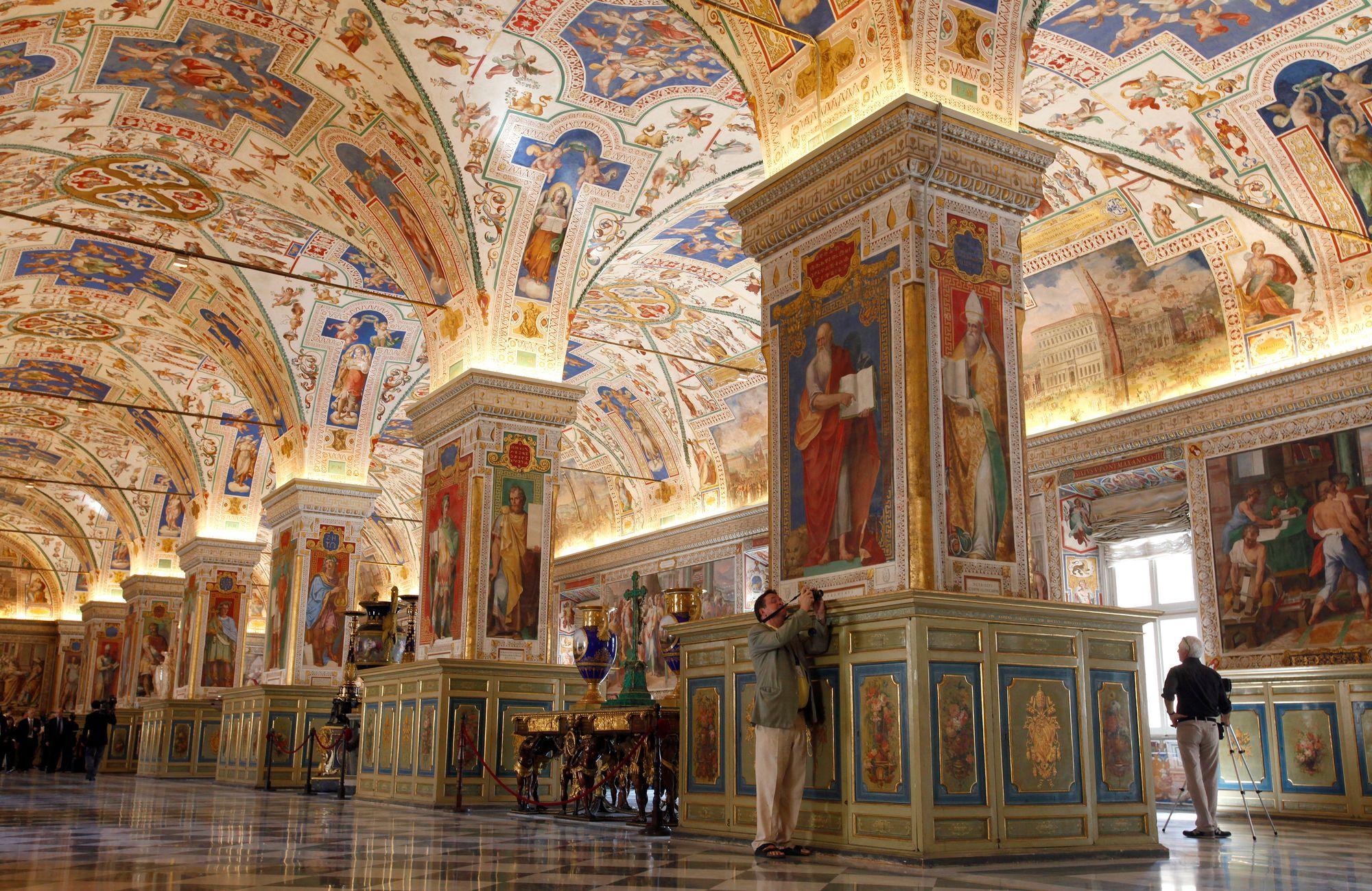 En chiffres : Ce que l'Église Catholique fait de ses « richesses » - Vous serez surpris(e) ! Bibliotheque_apostolique_vaticane_2_0