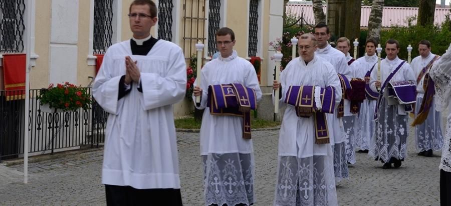 Monde : pressions pour mettre fin au célibat sacerdotal