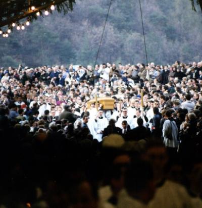 Sermón del Padre Schmidberger dado en el funeral de Monseñor Lefebvre