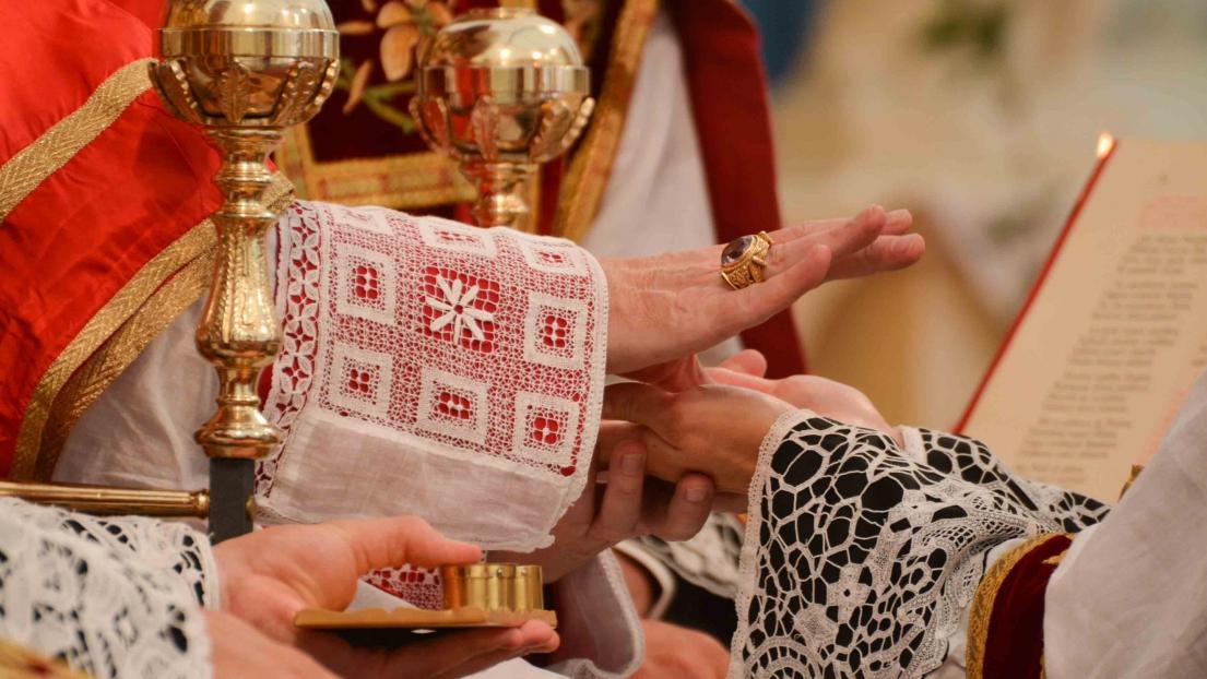 Ordenación de 23 nuevos sacerdotes para la FSSPX: 12 en Suiza, 2 en Alemania y 9 en Estados Unidos.