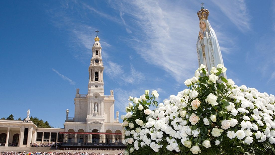 At the occasion of the Centenary of the Apparitions of Our Lady of Fatima the SSPX organizes an international pilgrimage.