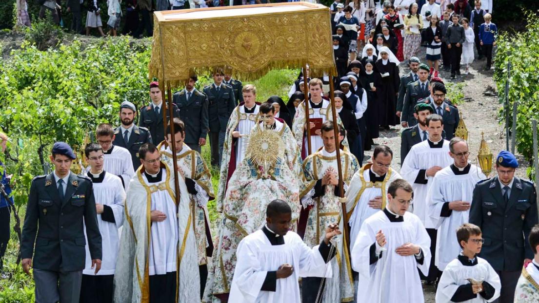 2018: Fiesta de Corpus Christi en Ecône, Suiza