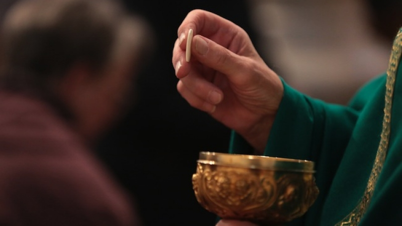 News au 20 février 2019 Irlande_avortement_depute_hostie-communion-eucharistie